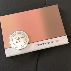 It cosmetics confidence in your glow powder
